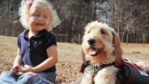 Küçük Alida'yı köpeği hayatta tutuyor