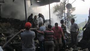 Ermenek'te 3 ev yandı, unuttukları telefonlarını almaya giren 2 kızkardeş öldü