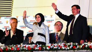 Başbakan Ahmet Davutoğlu'ndan balkon konuşması