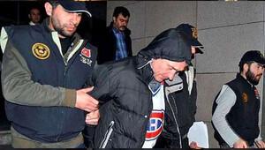 Elini kolunu sallayarak girdiği duruşmadan tutuklanarak çıktı