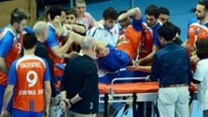 Voleybol maçında ambulans skandalı