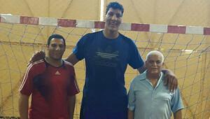 Dünyanın en uzun hentbolcusu: Boyu tam 2.25 metre