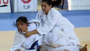 Miniklerden judo dersi