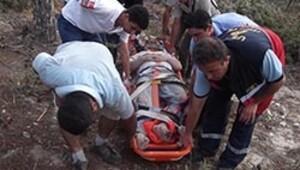 Uçurumdan düşen adamı itfaiye kurtardı
