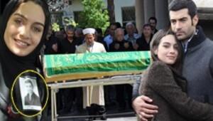 Eşinin cenazesinde saf tuttu