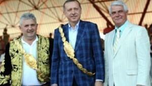 CHP'li başkandan Başbakan'a altın kemer