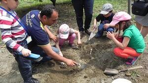 Minik arkeologlar iş başında