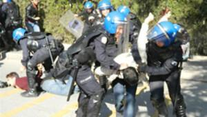AK Partili Çelik'i protesto eden öğrencilere gözaltı