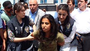 Adliye içinde slogan atanlar gözaltına alındı
