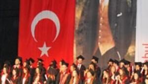 İstanbul Kavram MYO mezuniyet töreni yapıldı