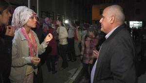Kız yurdundaki öğrenciler, yemekleri protesto etti