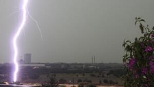 İstanbul'da şiddetli yağış başladı, trafik kilitlendi