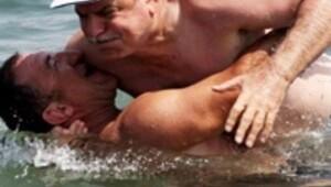 Bu kez denizde güreş tuttu