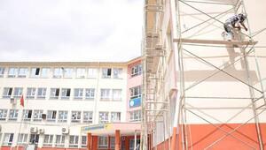 Belediyeden okullara boya, badana desteği
