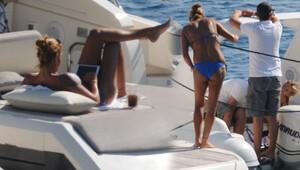 Pınar Altuğ kızı Su ile tatilde
