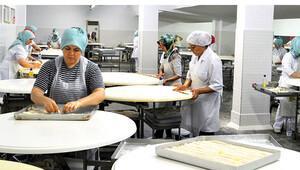 Sanayinin içinde börek satarak 125 ev kadınına iş sağladı