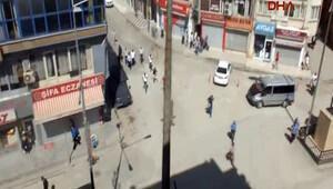 Hakkari'de polisin çembere aldığı mahalleden silah sesleri