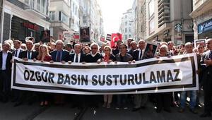 Gazeteciler baskı ve saldırılara karşı yürüdü