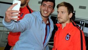 Trabzonspor'u havaalanında bir taraftar karşıladı
