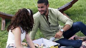 İlişki Durumu Karışık izle   Can ile Ayşegül'ün 'zoraki' romantik tanışması!