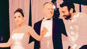 Aksoy, kızını evlendirdi