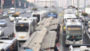 Avcılar'da metrobüsün çarptığı kişi ağır yaralandı