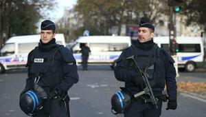 Fransa'da olağanüstü hal 3 aya uzatıldı