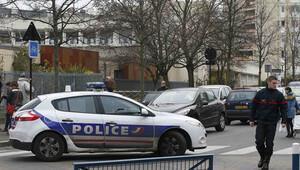 Paris'te öğretmene 'IŞİD saldırısı'