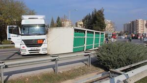 Oksijen taşıyan TIR devrildi Aydın İzmir otobanı kapandı
