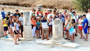 Türkiye'ye gelen turist sayısındaki düşüş şubatta yüzde 10'u aştı