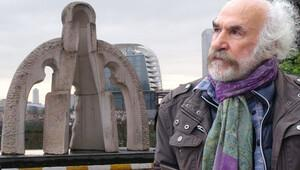 Heykeltıraş Mehmet Aksoy 'İki Çocuklu Toprak Ana' heykelini kaldırdı!