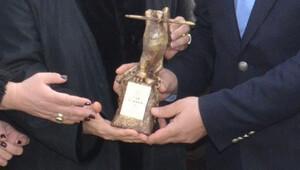 Silivri Cezaevi önünde Can Dündar için 'Basın Özgürlüğü' ödül töreni