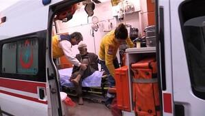 Sur'u terketmelerine izin verilmeyen 2 yaşlı, askerler tarafından böyle taşındı