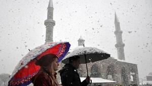 İstanbul'da kar yağışı başladı, İBB alarm durumunda