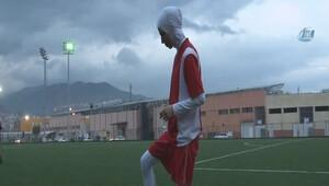 Türkiye'nin ilk başörtülü futbolcusu