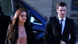 İngiliz milli futbolcu Adam Johnson'dan 'çocukla cinsel temas' itirafı