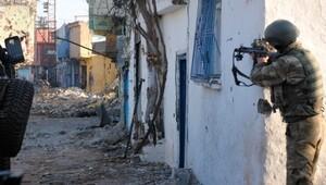 Sur'daki terör operasyonunda PKK'lı keskin nişancı vuruldu