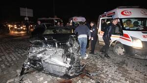 Adana'da polis otosu ve otomobil çarpıştı: 6 yaralı