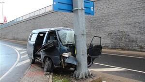 Sarıyer'de minibüs yön tabelasına çarptı: 6 yaralı