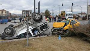 Kavşakta korkunç kaza: 2'si çocuk, 8 yaralı