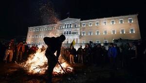 Yunan çiftçiler Meclis önüne dayandı