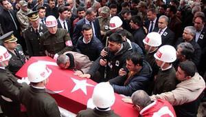 Şehit uzman çavuş Buğur'u son yolculuğuna 3 bin kişi uğurladı
