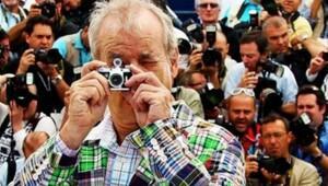 Bill Murray flaşlara kızdı, iki telefonu çatıdan fırlattı