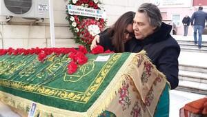 Işıl Yücesoy annesini son yolculuğuna uğurladı