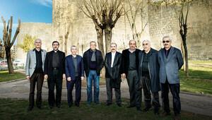 Sur'da cami kilise ağlıyor