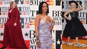 Brit Müzik Ödülleri gecesinde kim ne giydi?
