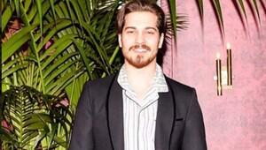 Yakışıklı oyuncu Çağatay Ulusoy pijama partisinde görüntülendi!
