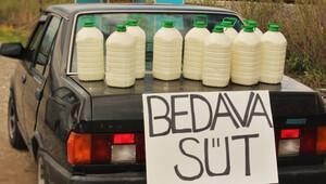 Elinde kalan sütü yolculara ikram etti