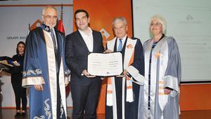 Aleksis Çipras'a onursal doktora