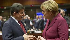 Başbakan Davutoğlu Merkel'le telefonda görüştü